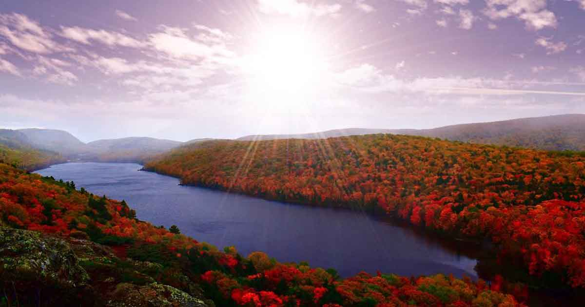 frolic-in-fall-foliage-LakeOfTheClouds